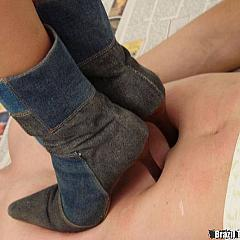 Foot puss.